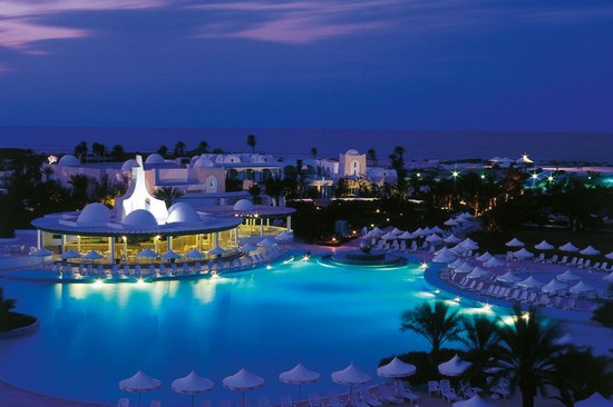 Hotel Riu Palace Royal Garden pool night