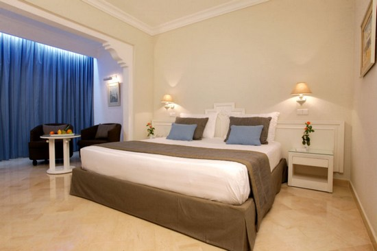 Hotel Riu Palace Royal Garden room bed